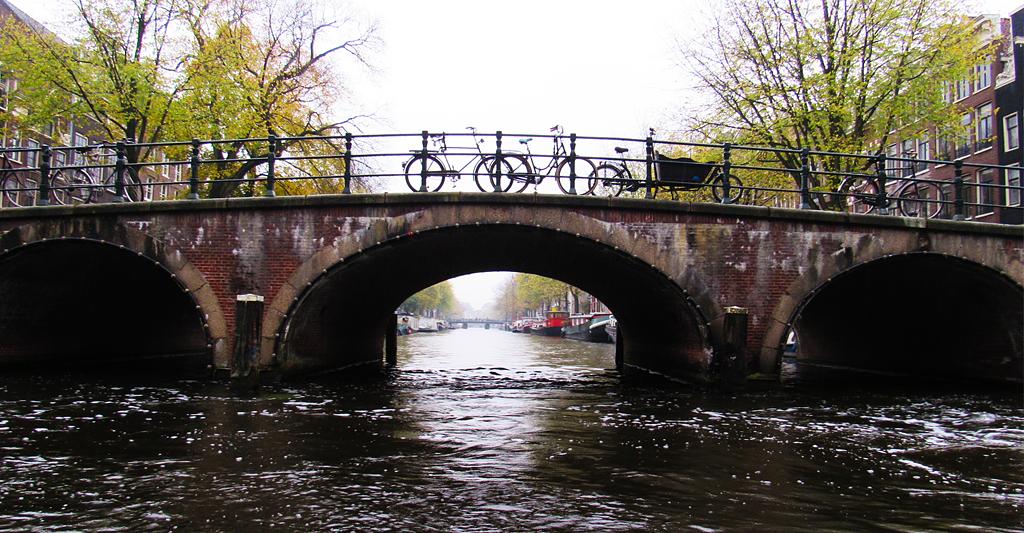 Amsterdam, ses ponts et ses canaux.
